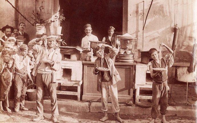 История появления макарон