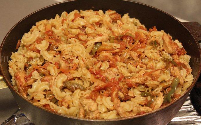 Макароны с курицей и овощами