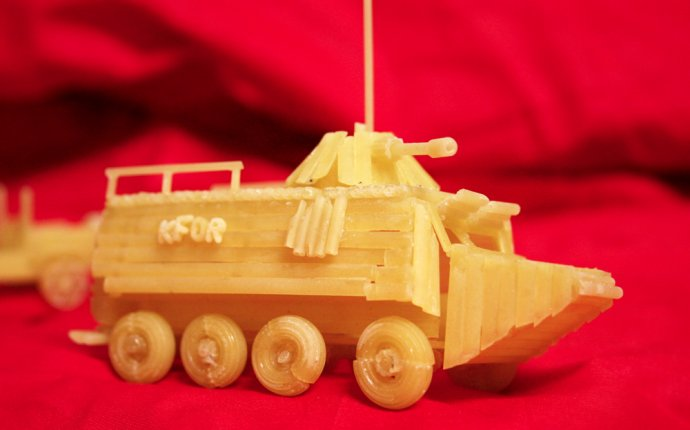 Поделка танк из макарон своими