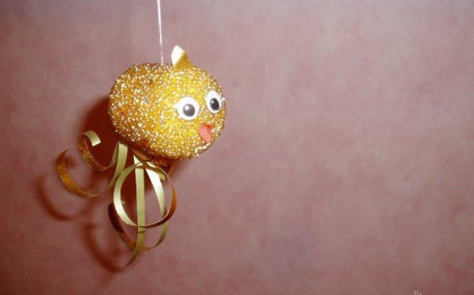 Золотая рыбка из контейнера от